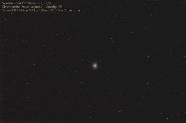 Aglomerado Globular Ômega Centauri fotografado em grande campo.