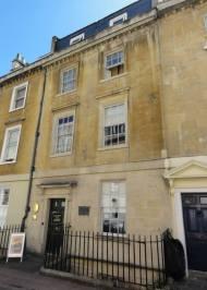 Casa em Bath, onde viveu William Herschel e sua irmã Caroline antes de se mudar para a corte.